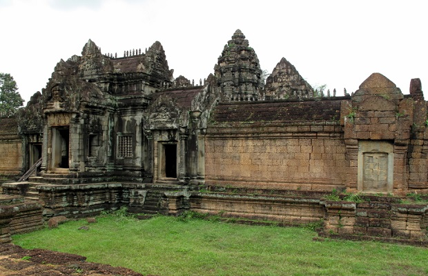 3/ Day Angkor Wat+Banteay Srey and remote temple Tour
