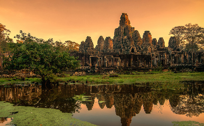 Bayon (Temple with many faces)